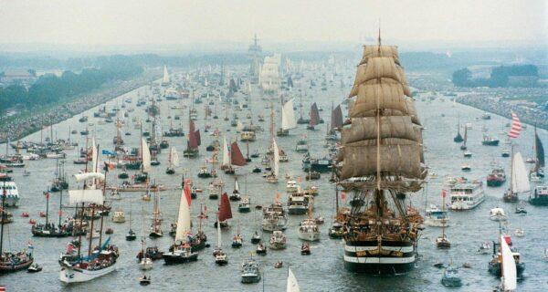 11 фото парада судов в Амстердаме, от которых захочется купить себе кораблик и уйти вморе