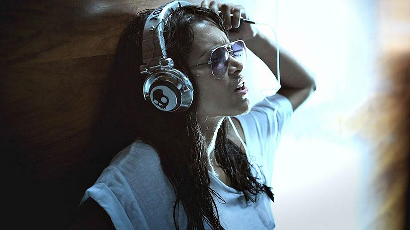 16. Послушайте музыку или подкасты.