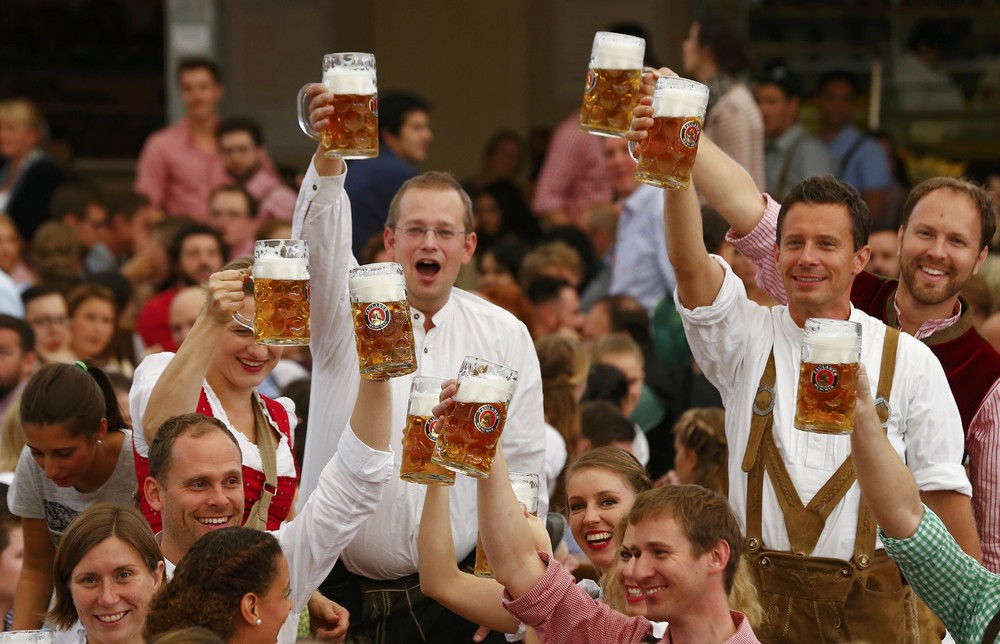 oktoberfest essay Oktoberfest münchen the world's largest public event - master of sports management (mm sportmgt) nico schulenkorf - term paper - business economics - general - publish your bachelor's or master's thesis, dissertation, term paper or essay.