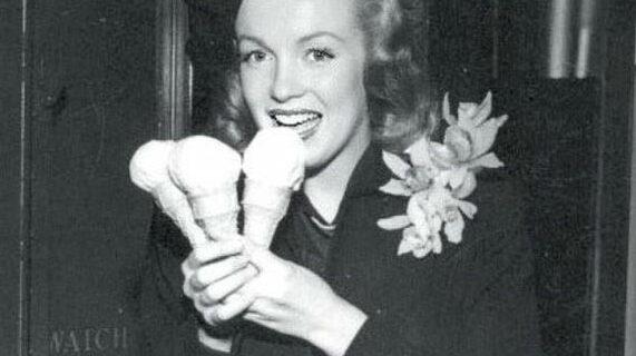 Винтажные фото — знаменитости и мороженое