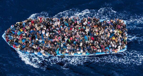 Тяжелый и опасный путь беженцев в Европу