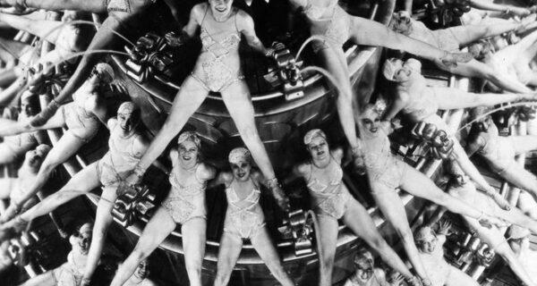 1930–1943 годы: калейдоскопические танцы Басби Беркли