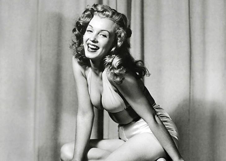 MarilynMonroe00 - 18 редких эротических фотографий Мэрилин Монро в самом начале ее карьеры