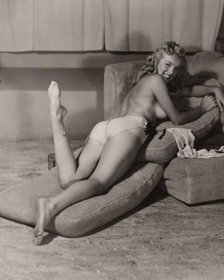 MarilynMonroe04 - 18 редких эротических фотографий Мэрилин Монро в самом начале ее карьеры