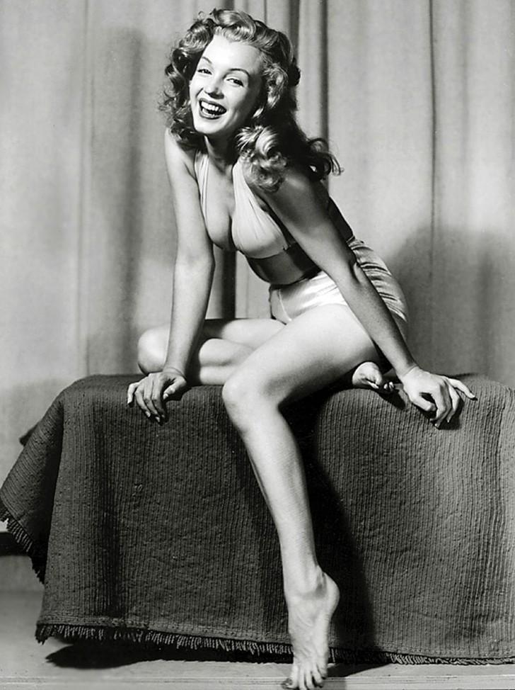 MarilynMonroe05 - 18 редких эротических фотографий Мэрилин Монро в самом начале ее карьеры