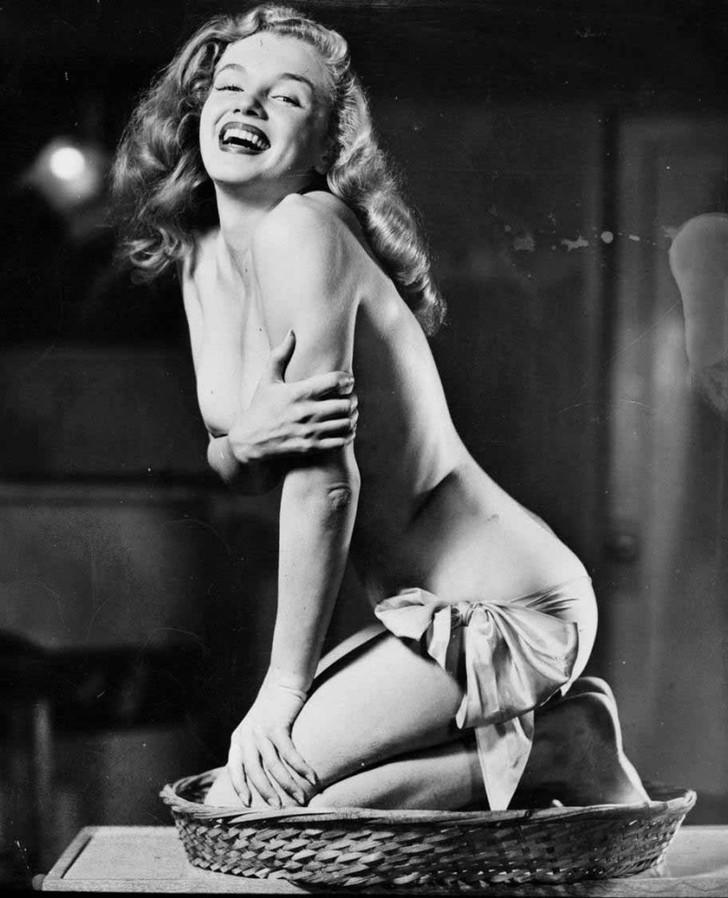 MarilynMonroe07 - 18 редких эротических фотографий Мэрилин Монро в самом начале ее карьеры