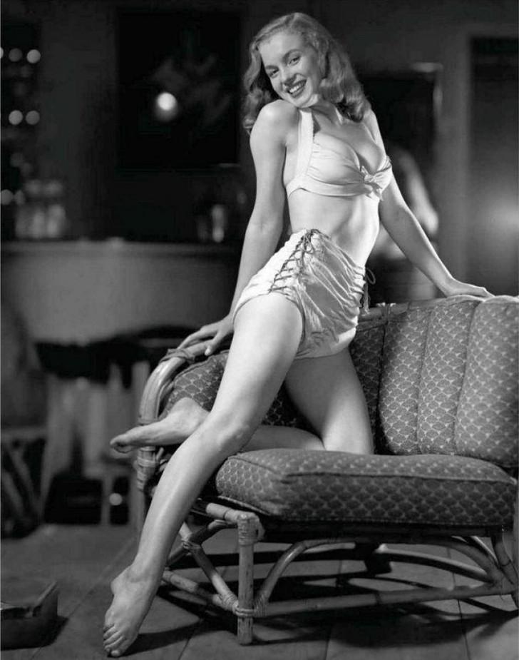 MarilynMonroe13 - 18 редких эротических фотографий Мэрилин Монро в самом начале ее карьеры