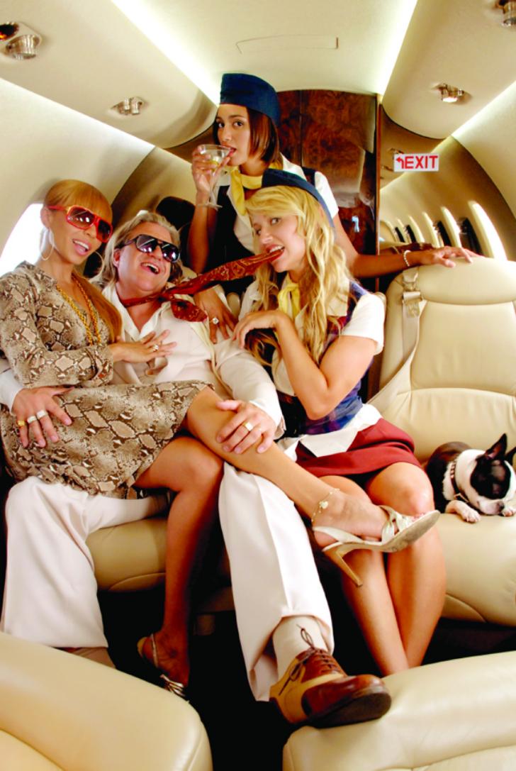 Пилот занимался сексом со стюардессой