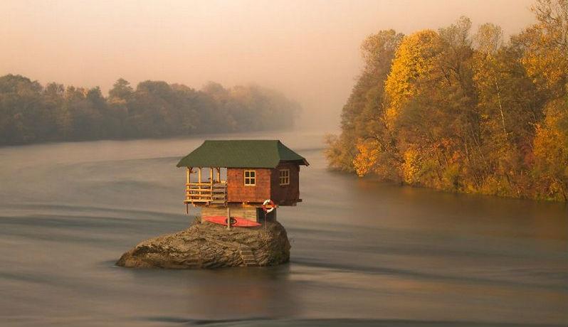 lonelyhouses16
