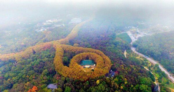 Дворец Мэй-Лин возле Нанкина похож на гигантское ожерелье