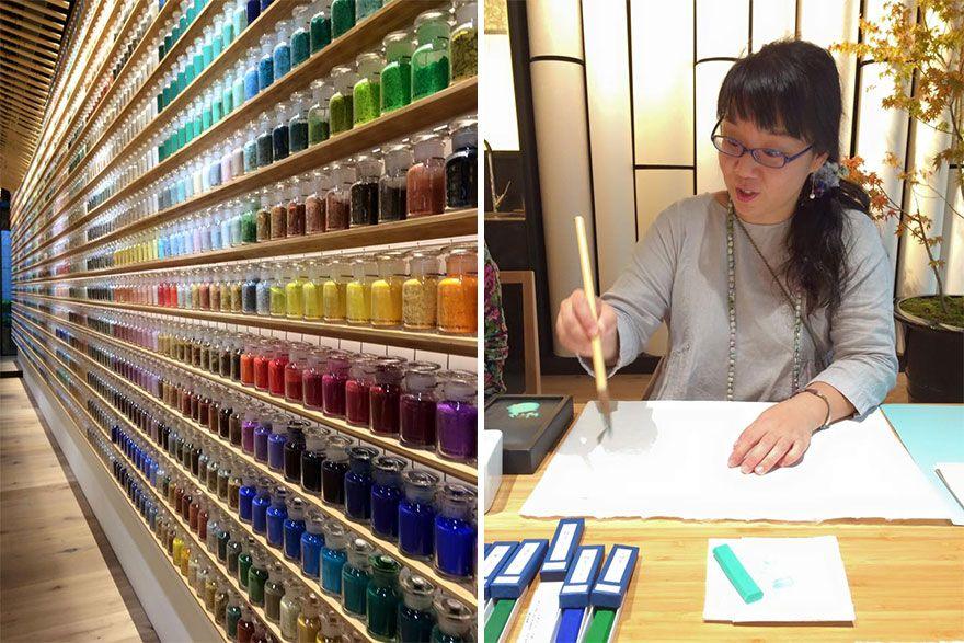 4200 пигментов выставили в ряд в японском магазине красок