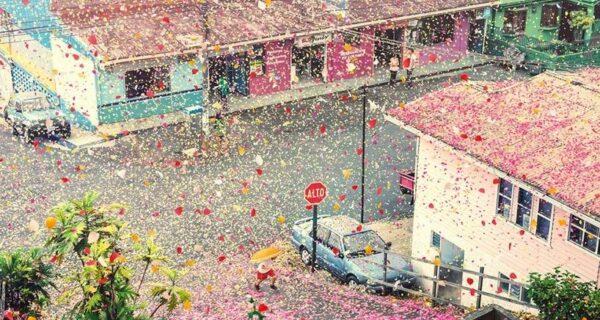 Город в Коста-Рике заполнили 8 миллионов цветочных лепестков
