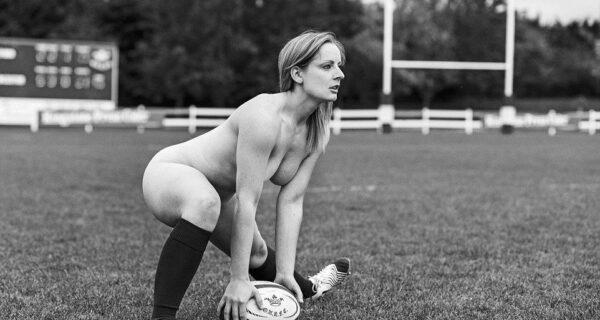Игроки женской университетской команды Оксфорда по регби разделись для благотворительности