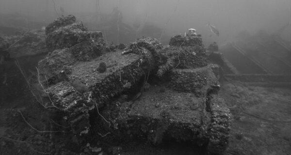 Подводное кладбище Японии: снимки затопленной техники времен Второй мировой