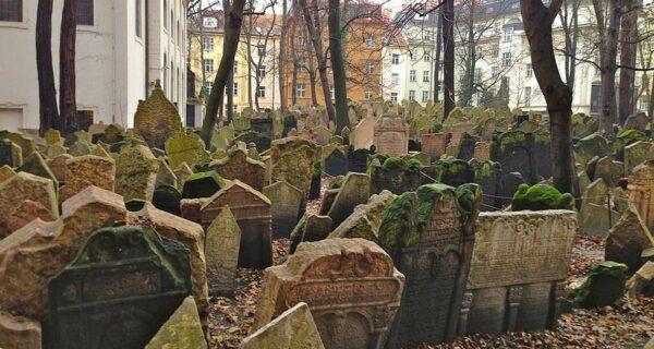 Многослойное еврейское кладбище вПраге