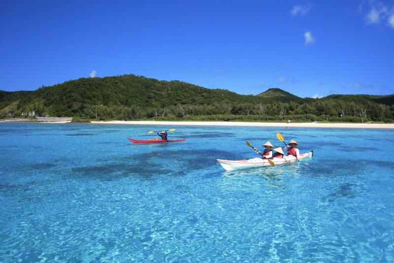Sea_kayaking_Zamami_Okinawa