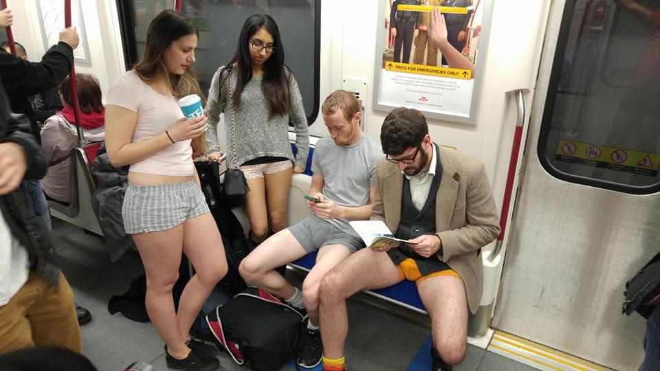 Под юбка масковски метро
