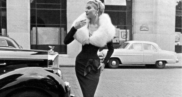 Классическая элегантность Dior: изысканные модели 1940–1960‑х годов на улицах Парижа