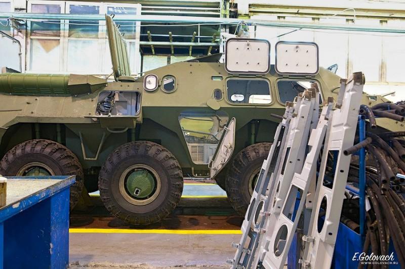 Установка всяких штук. Предприятие военное, поэтому за фотосъёмкой вёлся очень жёсткий контроль.