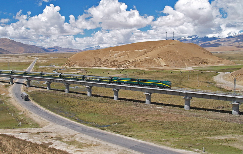 Экологи, разумеется, опасаются, что наличие в крае современной железнодорожной магистрали лишь подстегнет правительство КНР к скорейшему освоению этих месторождений с непредсказуемыми последствиями для хрупкой экосистемы региона.