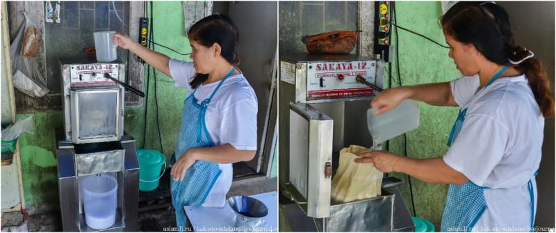 При необходимости, если оператор кокосовыжимательного аппарата считает, что молока в ведре мало, добавляет воды в мешок с кокосовой стружкой.