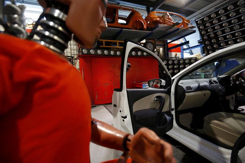 По данным статистики только в 2% аварий машины переворачиваются, однако, почти в половине случаев переворот становится причиной гибели пассажиров. Больше всего подвержены переворотам кабриолеты и большие внедорожники с высоко расположенным центром тяжести.