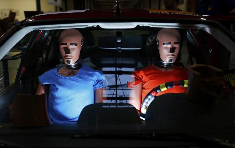 Четвертый пункт теста — испытание безопасности машины для пешеходов: манекен сбивают на скорости в 40км/ч.