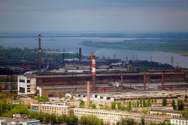 Трубы завода.
