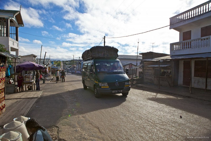 Междугородный автобус. Маршрут — Антананариву — Тулеар.