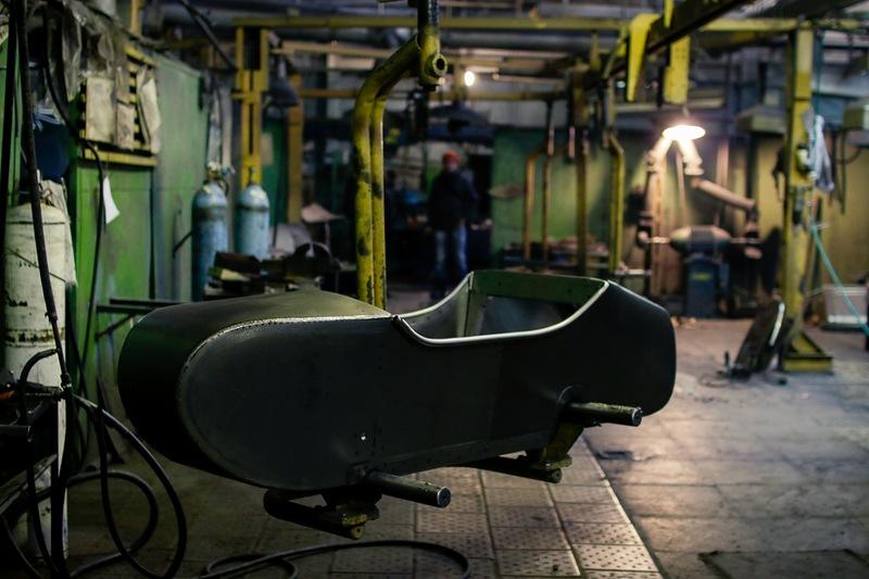 Из нашего советского здесь: трубы для рамы, литье для двигателя и листы для коляски.