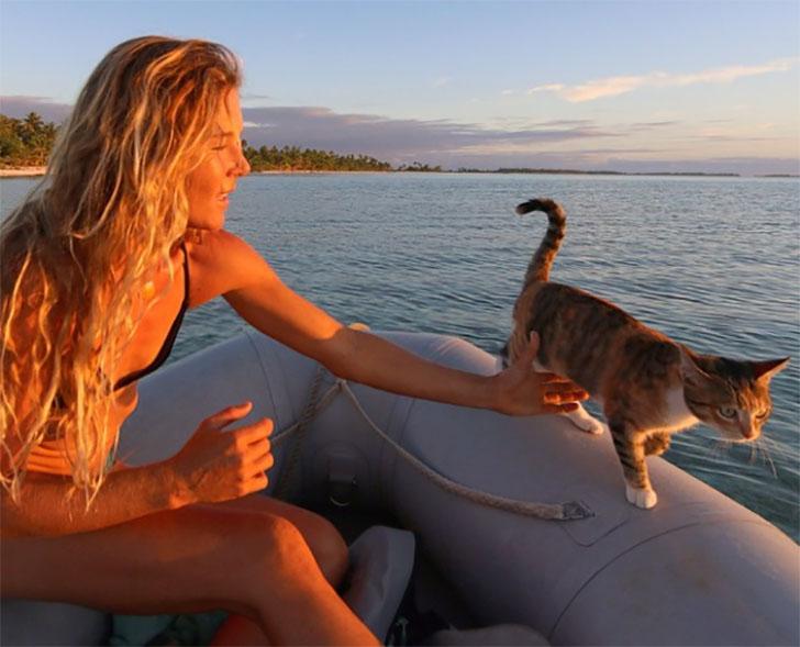 девушка и ее кошка