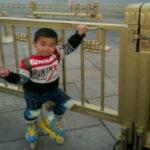 Воспитание по-китайски: 4‑летний мальчик проехал более 500 километров на роликах
