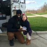 Мечта 3‑летней девочки сбылась — на свой день рождения она познакомилась с мусорщиком