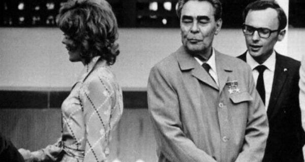 10 любопытных фактов про силовые поцелуи Брежнева