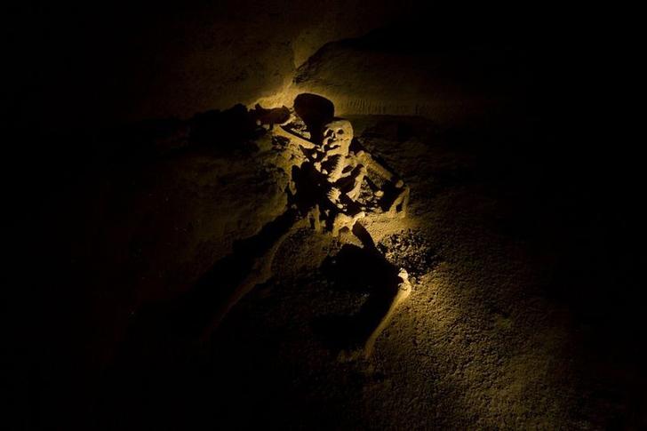 Большая Розовая Пещера Молодой Девахи