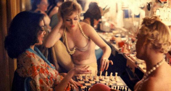 24 соблазнительных снимка икон стиля XXвека