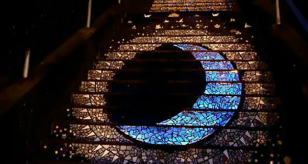 Магическая лестница, которая ведет на луну и солнце