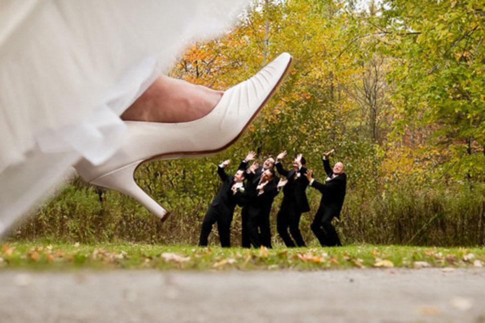 Идеи для веселой свадебной фотосессии стали известным