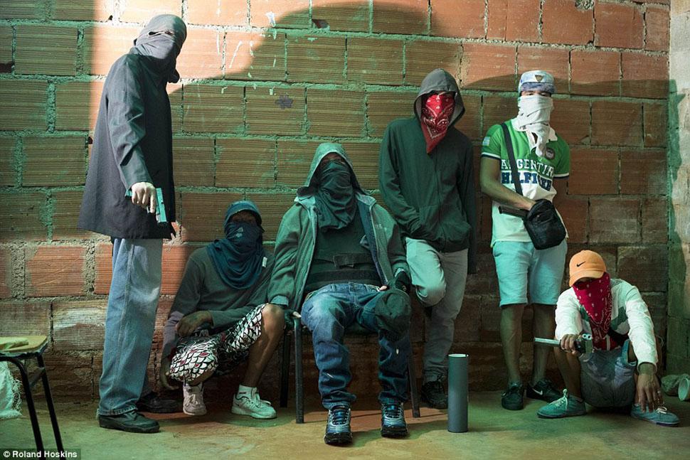 Короли Каракаса: исповедь главаря опасной банды, промышляющей похищениями людей