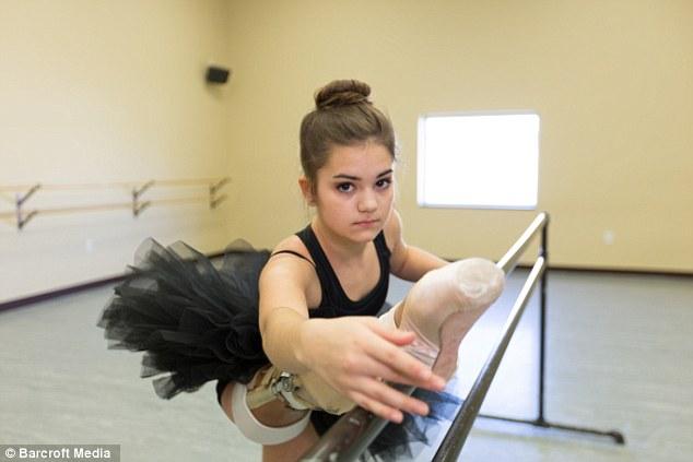 В США девочка с протезом ноги стала выдающейся танцовщицей