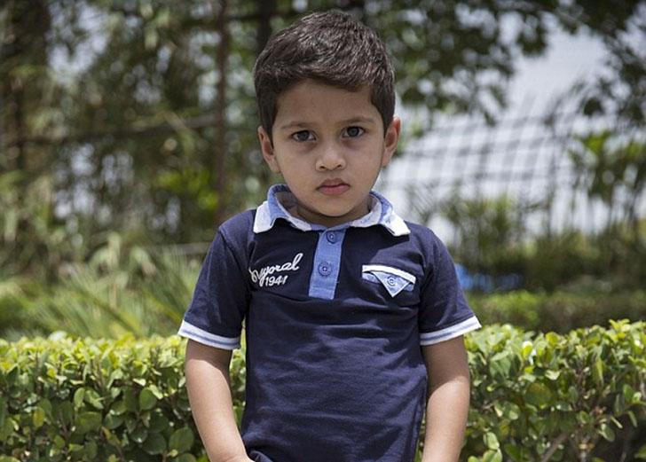 Двухлетний малыш из Индии страдает от преждевременного пубертатного периода