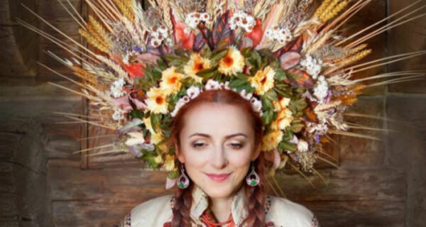 Девушки в традиционных украинских венках придали новое значение древней традиции