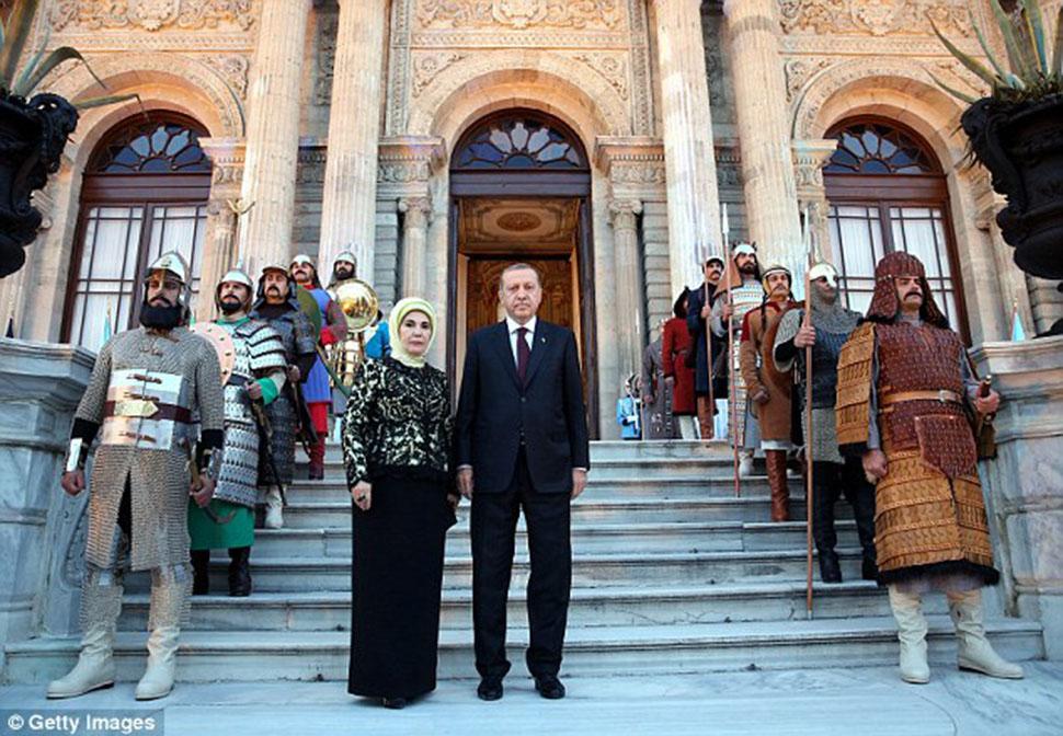Роскошный дворец, 183 миллиона долларов и жена-шопоголичка президента Эрдогана