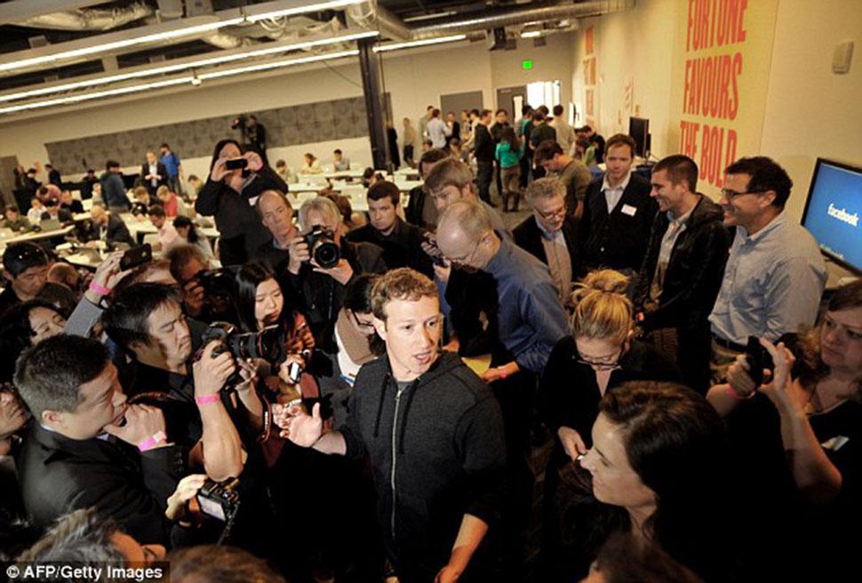 Оскорбительные письма Цукерберга, слежка за сотрудниками и другая неприятная изнанка работы в Facebook