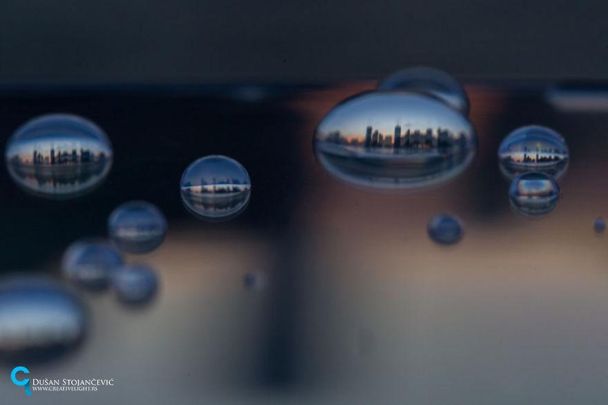 Фотограф 15 лет снимает города мира в каплях воды