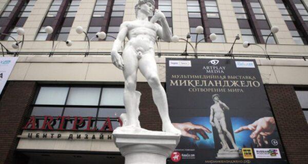Статую обнаженного Давида в Петербурге оденут из-за жалоб местной жительницы