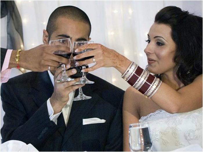 Когда у свадебного фотографа отличное чувство юмора Кажется, молодец, перебрала, никто, Наливай, озадачен, чемто, Жених, торт, попробовать, момента, этого, именно, жених, Похоже, происходит, невеста, молодец, чтото, паровозик