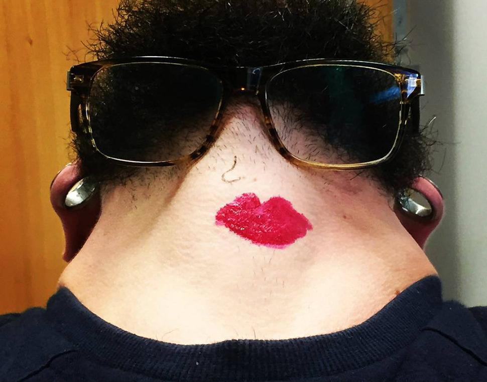 Это не то, что вы подумали: новый тренд – селфи бороды, вид снизу