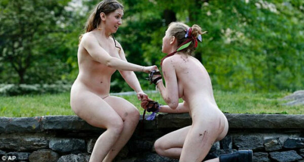 Полностью обнаженные актрисы сыграют в шекспировской пьесе в нью-йоркском парке