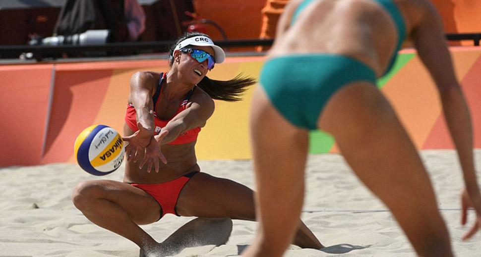 Женский волейбол пляжный секси